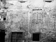 Fasada kuće u Balama građena ribljim uzorkom, snimljeno 1954. godine, Bale. (bn. 3074) Iz arhive Arheološkog muzeja Istre