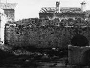 Gradske zidine i bunar u Balama u prvoj polovici 80-ih godina, Bale. (fn. 19386) Iz arhive Arheološkog muzeja Istre