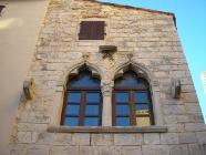 Gotička palača, bifora. Bale. Autor: Aldo Šuran (2008.)