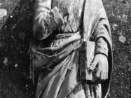 Drveni kip sveca iz crkve sv. Margarete u Prnjanima krajem 40-ih godina, Barban. (fn. 187) Iz arhive Arheološkog muzeja Istre