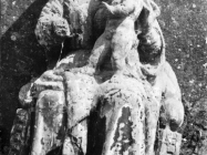 Drveni kip svetice iz crkve sv. Margarete u Prnjanima krajem 40-ih godina, Barban. (fn. 186) Iz arhive Arheološkog muzeja Istre