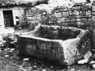 Sarkofag u Betigi 60-ih godina, Barbariga. (bn. 6402) Iz arhive Arheološkog muzeja Istre