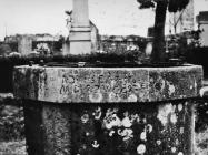 Grlić bunara s natpisom u Božjem polju početkom 60-ih godina, Božje polje. (bn. 6860) Iz arhive Arheološkog muzeja Istre