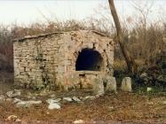 Zidani bunar kod Kršete 1991. godine, Brtonigla. Iz arhive Arheološkog muzeja Istre