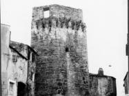 Srednjovjekovna kula krajem 60- ih godina, Buje.  Iz arhive Arheološkog muzeja Istre