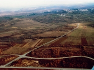 Zračni snimak Buja i okolica s istoka 2009. godine, Buje. (fn 55038) Iz arhive Arheološkog muzeja Istre