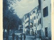 Ulica Valle d'Aosta (tadašnji naziv) u Buzetu između dva svjetska rata, Buzet. Iz arhive Zavičajnog muzeja u Buetu