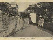 Porta Veneziana (Gradska vrata) snimljena 1928. godine, Buzet. Iz arhive Zavičajnog muzeja u Buzetu