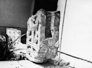 Gornji dio pilastra s pleternim ornamentom iz crkve Svete Ane 1976. godine, Červar. (fn. 14865) Iz arhive Arheološkog muzeja Istre