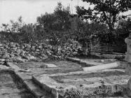 Pogled na iskopane ostatke ranosrednjovjekovne bazilike sv. Mihovila početkom 20. stoljeća, Vodnjan. (fp. 1) Iz AMI