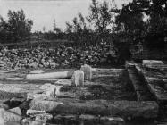 Pogled na iskopane ostatke ranosrednjovjekovne bazilike sv. Mihovila početkom 20. stoljeća, Vodnjan. (fp. 2) Iz arhive AMI