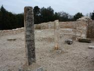 Stupovi. Crkva Svetog Mihovila/arheološko nalazište Banjole. Autor: Aldo Šuran (2010.)