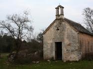 Novija crkva Svetog mihovila sagrađena 1456.godine. Crkva Svetog Mihovila/arheološko nalazište Banjole. Autor: Aldo Šuran (2010.)