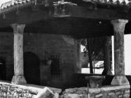 Oštećenje crkve Blažene Djevice Marije od Karmela nakon prometne nezgode 1988. godine, Fažana. (fn. 23251). Iz arhive Arheološkog muzeja Istre