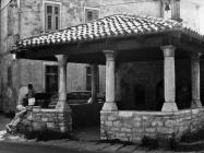 Oštećenje crkve Blažene Djevice Marije od Karmela nakon prometne nezgode 1988. godine, Fažana. (fn. 23252). Iz arhive Arheološkog muzeja Istre