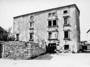 Palača Giocondo-Petris 1986. godine, Galižana. (fn. 385) Iz arhive Arheološkog muzeja Istre