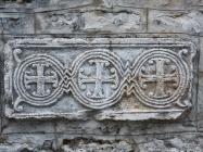 Predromanička spolija na crkvi Svetog Antuna opata. Galižana. Autor: Aldo Šuran (2010.)
