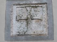 Reljef križa na proćelju crkve Svetog Roka. Galižana. Autor: Aldo Šuran (2010.)