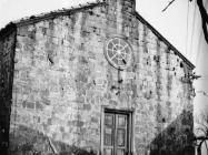 Pročelje crkve Svete Fume 1973. godine, Gračišće. (fn. 12038) Iz arhive Arheološkog muzeja Istre