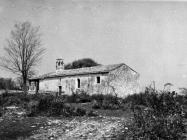 Pogled s istoka na crkvu sv. Marije od tri kunfina u prvoj polovici 60-ih godina, Juršići. (bn. 6489) Iz arhive Arheološkog muzeja Istre