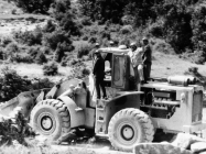 Odlazak minera prema kuli Turan 6. svibnja 1992. godine, Koromačno. (fn. 25952) Iz arhive Arheološkog muzeja Istre