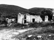 Pogled na ostatke građevina oko crkve sv. Ivana glavosijeka 1991. godine, Koromačno. (fn. 25697) Iz arhive Arheološkog muzeja Istre