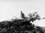 Kula Turan 6. svibnja 1992. godine u trenutku eksplozije, Koromačno. (fn. 25955) Iz arhive Arheološkog muzeja Istre
