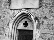 Portal crkve sv. Kuzme i Damjana u prvoj polovici 60-ih godina, Labin. (bn. 6461) Iz arhive Arheološkog muzeja Istre