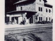 Željeznička stanica u Livadama 1928. godine, Livade. Iz arhive Zavičajnog muzeja u Buzetu