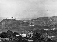 Pogled na Motovun iz Vižinade krajem 60-ih godina, Motovun. (bn. 8769, bp. 8832) Iz arhive Arheološkog muzeja Istre