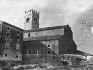 Župna crkva Svetog Stjepana i zvonik početkom 50-ih, Motovun. (fn. 1164) Iz arhive Arheološkog muzeja Istre