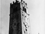 Zvonik nakon oštećenja od groma 1972. godine, Motovun. (fn. 11826) Iz arhive Arheološkog muzeja Istre