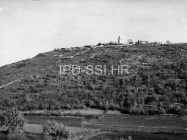 Pogled na Mutvoran sa zapada 1957. godine, Mutvoran. (fn. 4248) Iz arhive Arheološkog muzeja Istre