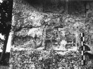 Romanička spolija na grobljanskoj crkvi u Mutvoranu 1968. godine, Mutvoran. (bn. 8677) Iz arhive Arheološkog muzeja Istre