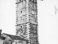Pogled na zvonik u Oprtlju sredinom 60-ih godina. Oprtalj (bn. 7827.) Iz arhive Arheološkog muzeja Istre
