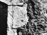 Antička spolija na jednoj kući u Plominu 1969. godine, Plomin. (bn. 8327) Iz arhive Arheološkog muzeja Istre
