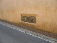 Romanička spolija ugrađena na crkvu Pohođenja Blažene Djevice Marije, Pomer. Autor: Aldo Šuran (2007.)