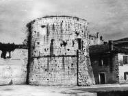Kula s morske strane početkom 50-ih godina, Poreč. (fn. 920) Iz arhive Arheološkog muzeja Istre