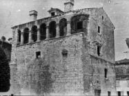 Kuća sagrađena na gradskim zidinama, 1952. godine, Poreč. (fn. 1577) Iz arhive Arheološkog muzeja Istre