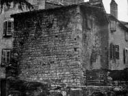 Romanička kuća na trgu Marafor 1954. godine, Poreč. (fn. 2960) Iz arhive Arheološkog muzeja Istre