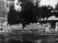 Zaštitni pokrov iznad područja prvobitnih građevina Eufrazijeve bazilike početkom 50-ih godina, Poreč. (fn. 227) Iz arhive Arheološkog muzeja Istre
