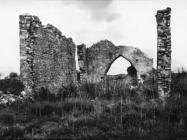 Ruševine crkve sv. Teodora kod raklja krajem 40-ih godina, Rakalj. (fn. 879) Iz arhive Arheološkog muzeja Istre
