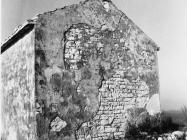 Začelje crkve sv. Martina kod naselja Bubani 1991. godine, Rovinjsko selo. (fn 24975) Iz arhive Arheološkog muzeja Istre