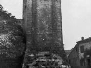 Jugoistočna kula kaštela Morosini-Grimani 1970. godine, Savičenta. (bn. 9001 a) Iz arhive Arheološkog muzeja Istre