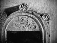 Glagoljski natpis u crkvi sv. Lucije krajem 50-ih godina, Selina. (fn. 4524) Iz arhive Arheološkog muzeja Istre
