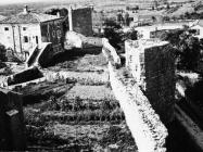 Gradske zidine i kula početkom 80-ih godina, Sveti Lovreč. (fn. 19070) Iz arhive Arheološkog muzeja Istre