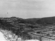 Pogled na Tinjan i Dragu s juga 1990. godine, Tinjan. (fn. 24255) Iz arhive Arheološkog muzeja Istre