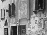 Kuća s baroknim prozorima i lunetom s prikazom Majke Božje u prvoj polovici 20. stoljeća, Vodnjan. (fp. 499 a) Iz arhive Arheološkog muzeja Istre