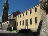 Sjedište Čakavskog sabora i Crkva Svetog Mihovila arkanđela. Žminj. Autor: Aldo Šuran (2007.)