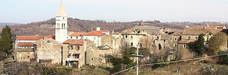 """Predstavljanje zbornika  """"Momjan i Istra: jedna zajednica i regija Sjevernog Jadrana (povijest, umjetnost, pravo, antropologija)"""" u Momjanu"""